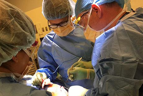 Alum Dennis Orgill applies mechanical engineering principles to the operating room